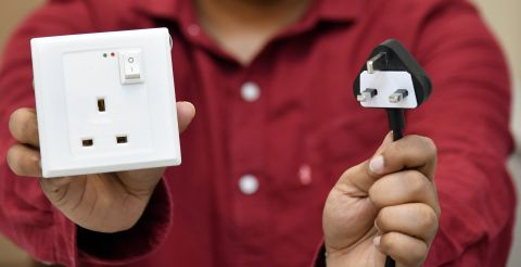 NUS Faculty of Engineering: Smart Electrical Outlet/ Socket Technology
